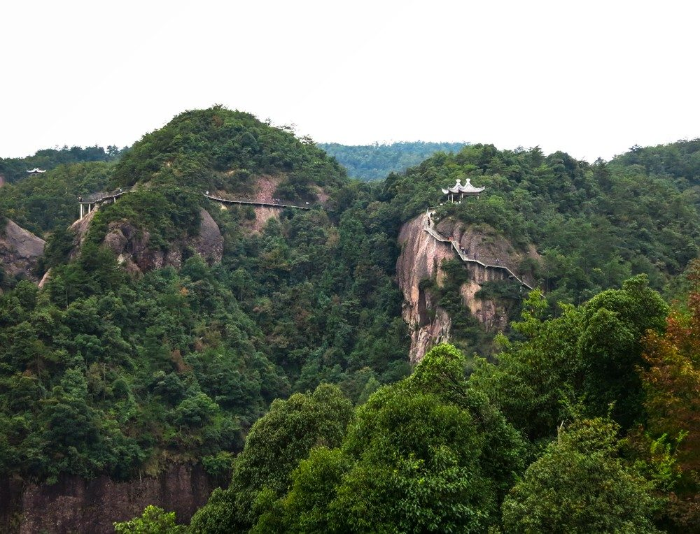The scenic hiking trail at Shenxianju