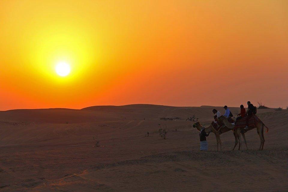 Dubai desert safari sunset. Image by sharonang via Pixabay