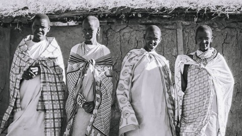 Safari in Kenya: Maasai women perform a song