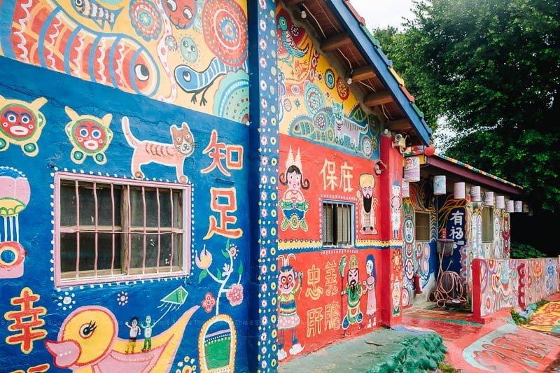 Back wall at Taichung Rainbow Village8=