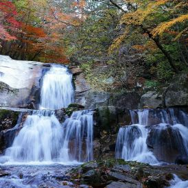 Bangtaesan two-stage waterfall in Inje, Gangwon-do, Korea. Photo: cleo7540/Pixabay