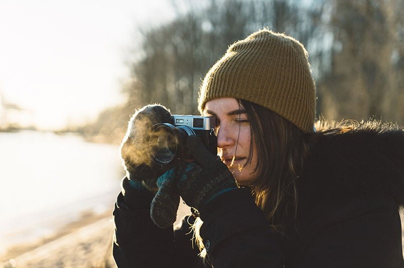 Photography in the cold requires good base layers and winter clothing. Photo: adrian / Unsplash