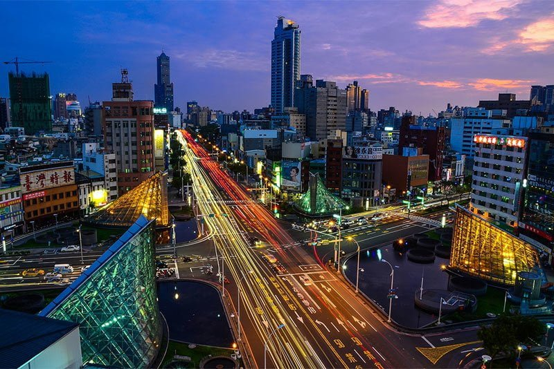 Kaohsiung downtown at dusk. Photo: tingyaoh / Pixabay