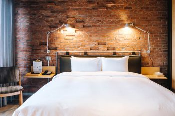 Deluxe room bed. U.I.J Hotel & Hostel Tainan